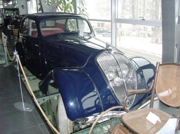 Peugeot 302 vyrobený vo Francúzsku v roku 1936