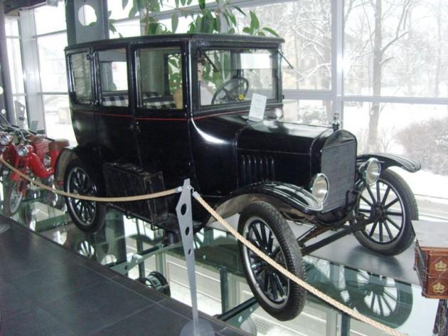 Ford Model T vyrobený v USA v roku 1908